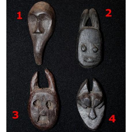 Choix de masques africains en pendentif