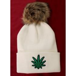 Bonnet blanc brodé vert