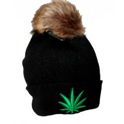Bonnet noir brodé vert