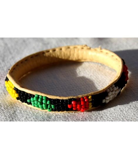 Petit bracelet africain cuir et perles Mali vert jaune rouge noir